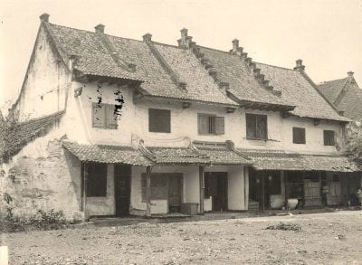 Unknown, Seventeenth-century houses in Batavia, ca. 1920 photograph, Leiden University Library