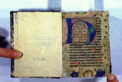 Unknown, Incipit of the Short Hours of the Cross, with a L, Jezuitenbibliotheek Berchmanianum (now Leuven, Maurits Sabbebibliotheek), Olim Nijmegen